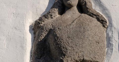 Romanico, busto di donna scolpito